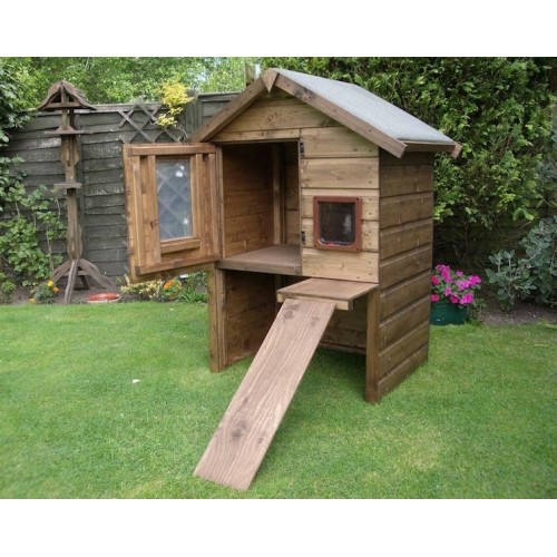 Outdoor large luxury cat house and chalet