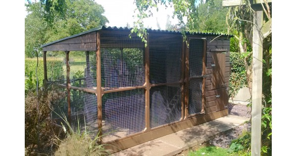 Chicken coop with walk in run in lincolnshire for Super deep house