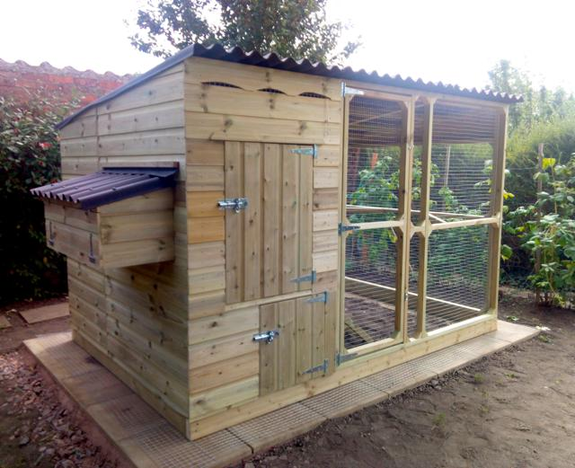 Walk In Chicken House chicken house and fox proof walk in chicken run
