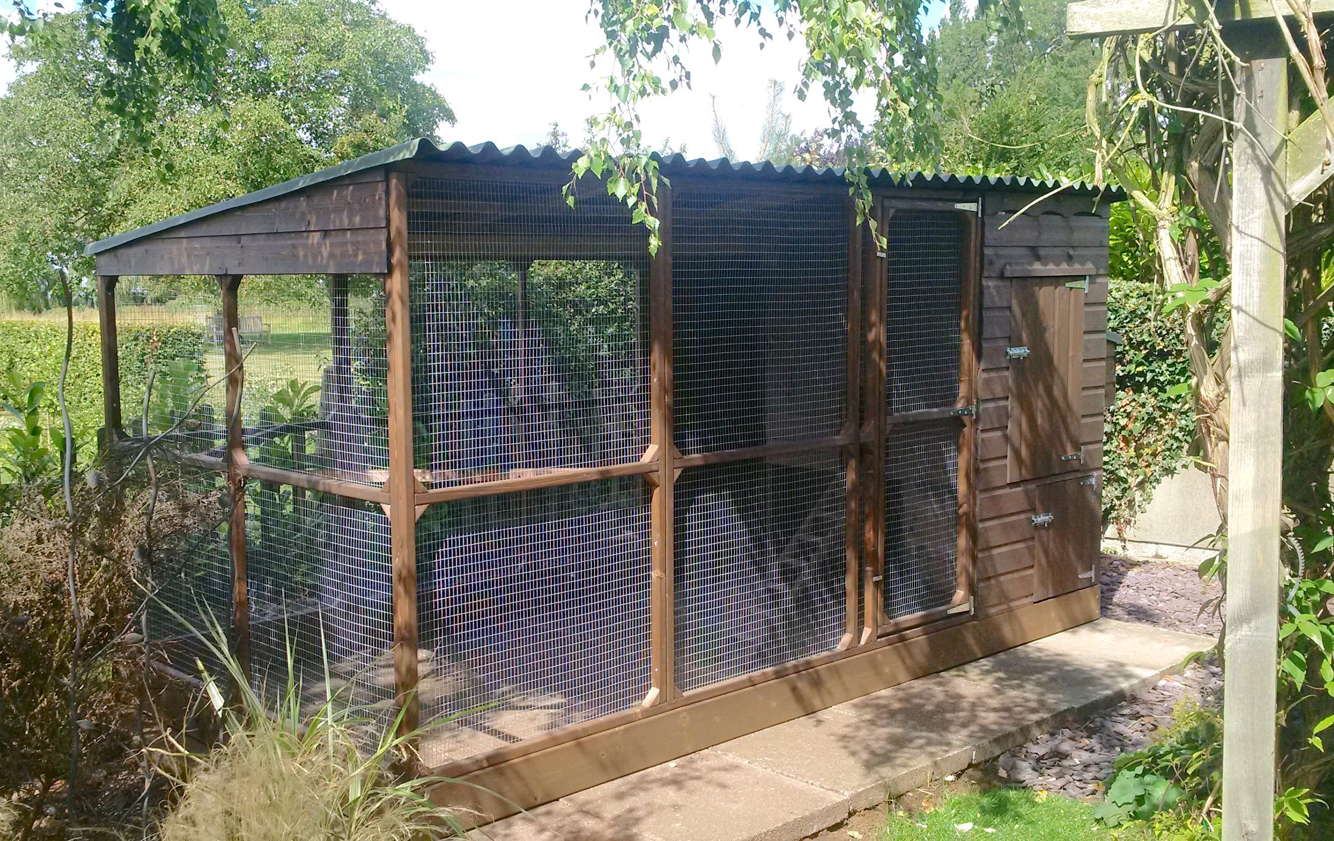 chicken house with walk in run in lincolnshire